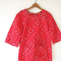 Wms Vintage Red BANDANA Open Tie Back HANDKERCHIEF Rockabilly Tunic Smock Blouse with Pockets Sz M