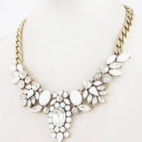 CRYSTAL FLOWER STATEMENT NECKLACE WHITE