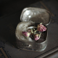 Offering set: oudh, raw wool, crystals, and rose buds