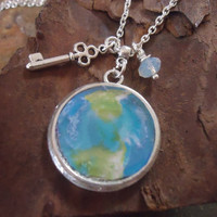 MY WORLD delicate chain with key and earth by AsaiBolivien on Etsy 9,90 US$
