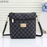 LV 2018 new men's casual business style wild shoulder bag Messenger bag Black Check