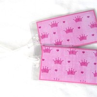 Luggage tags crowns hot pink on pink and white set of 2 in clear holder
