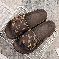 LV Louis Vuitton New personality printed letters men's and women's beach slippers Shoes