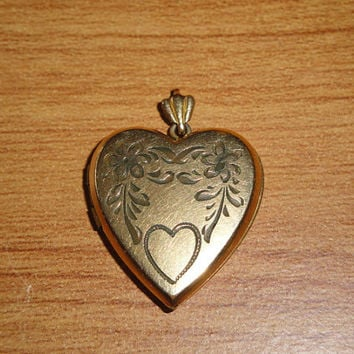 Vintage Gold Toned Floral Heart Locket Pendant Necklace Valentine's Day
