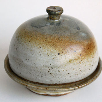 Handmade pottery ceramic butter dish with lid. #Round Pottery Butter dish. Pottery and ceramics Butter dish.