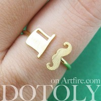 Adjustable Simple Mustache and Top Hat Ring in Gold