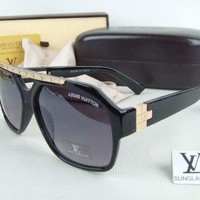 Louis Vuitton Women Fashion Sunglasses Casual Popular Summer Sun Shades Eyeglasses-2