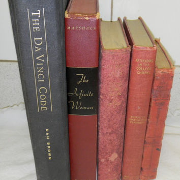 5 beautiful vintage books for your decor   black and red