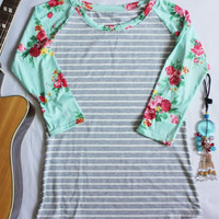 Striped Floral Splicing Three Quarter Sleeve T-Shirt - Bellelily