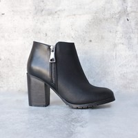 Molly ankle boot - black