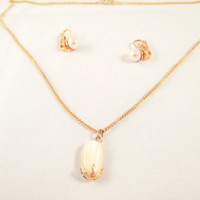 18 inch gold chain with Pearl Quartz stone pendant and matching pearl earrings