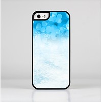 The Winter Blue Abstract Unfocused Skin-Sert Case for the Apple iPhone 5/5s