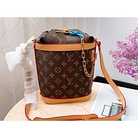 LV Louis vuitton fashion house sells classic printed monogrammed monogrammed women's bucket bags