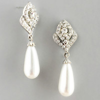 Blissful Pearl Earrings