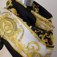 NEW AUTHENTIC STUNNING VERSACE MEDUSA SILK SCARF MADE IN ITALY Gift