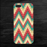 Wild Aztec Tribal Chevron Patterned iPhone4 and iPhone5 Case