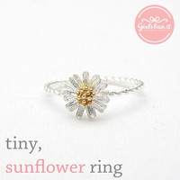 girlsluv.it - tiny sunflower ring with twisted band