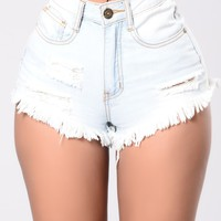 Kickin Back Shorts - Light Wash