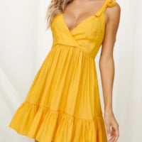New solid color bandage dress Ruffled backless sexy skirt