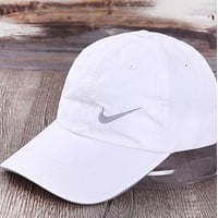 NIKE Fashion New Hook Print Sun Protection Women Men Cap Hat White