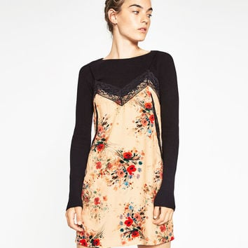 PRINTED DRESS WITH LACE DETAIL