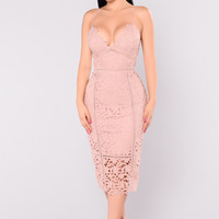 Mariposa Floral Crochet Dress - Mauve