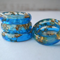 Lapis Blue faceted resin ring, flakes ring, cocktail ring, metallic gold flakes resin ring, stacking ring, thin faceted band ring