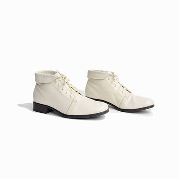 Vintage Short Leather Ankle Booties in Ivory Cream / White Leather Boots - women's 8.5