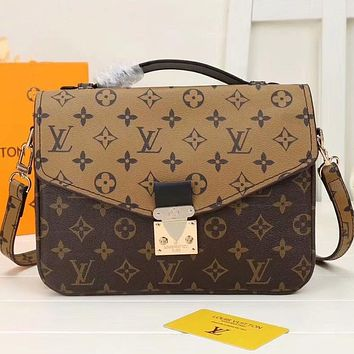 Louis Vuitton LV Classic Fashion Lady Envelope Bag Messenger Bag Cosmetic Bag 1
