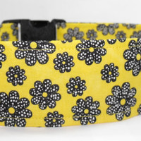 "Extra Large 2"" Yellow Dog Collar With Black & White Flowers"