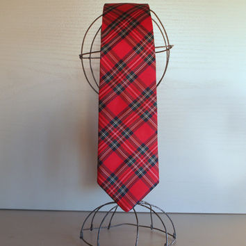 BROOKS BROTHERS CLASSIC Vintage Silk Necktie in Timeless Red Plaid Print - Men Fashion Accessory - Red Tartan Plaid - Designer Tie