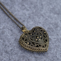 Hollow Out Heart Shape Pendant Necklace with Rhinestone