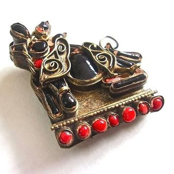 Foo Dog Coral Jet Black Brooch-Pendant Chinese Export, Brass C-Clasp, Vintage