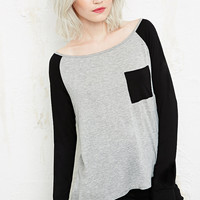 Sparkle & Fade Contrast Raglan Long Sleeve Top - Urban Outfitters