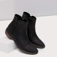 FLAT LEATHER ANKLE BOOTS