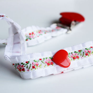 Pacifier clip/ holder - White frills and red heart - Baby acessories - Binky Clips – Baby Girl - Universal - Paci Clip -  Baby Shower Gift