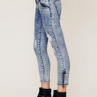 One Teaspoon   Studded and Destructed Skinnies at Free People Clothing Boutique