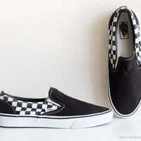 Vintage Vans checkerboard slip-on sneakers, black and white skate shoes, casual plimsolls, size eu 43 (US Men's 10, US women's 11.5, UK 9)