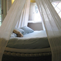 Round Bed, Round Daybed |  The Floating Bed Co