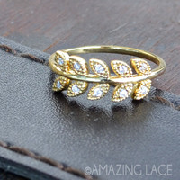 Golden Ivie Leaf Ring - Gold