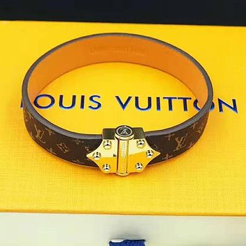 LV Louis Vuitton Newest Popular Couple Personality Leather Buckle Bracelet Hand Catenary
