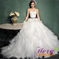 Luxury Royal Princess Sweetheart Chapel Train Wedding Dress / Gown