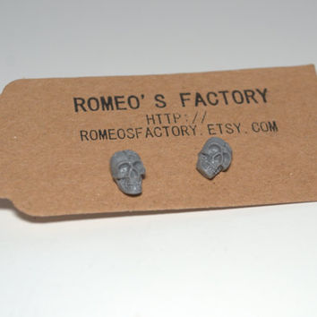 Grey skull earrings