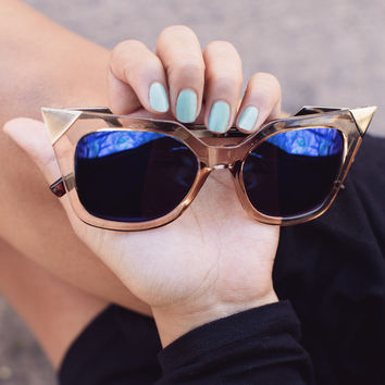Sharp Looker Sunglasses - Taupe