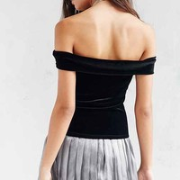 Silence + Noise Arianna Velvet Off-The-Shoulder Top