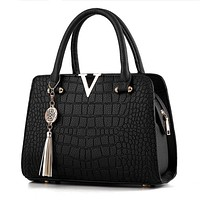 Attractive Fashion World Ladies Shoulder Handbags