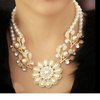 Women's Fashion Pearl Necklace