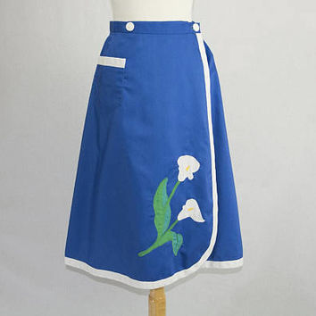 Vintage Iris Flowers Applique Wrap Skirt 1970s Novelty Skirt Size Large Blue with White Trim