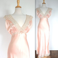 Vintage 1930's / 1940's Peachy Pink Silk Nightgown with Lace Trim // Jean Harlow Style // DIVINE