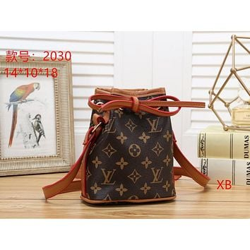 LV Louis Vuitton ladies fashion leather handbag clutch bag card credit card wallet size:14*18*10